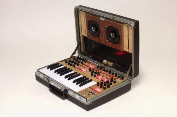 Briefcase synthesizer by Chris Meighan